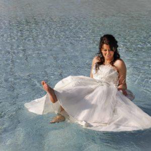 crash the dress shooting von hochzeitsfotografin braut mit brautkleid im wasser im bamberg