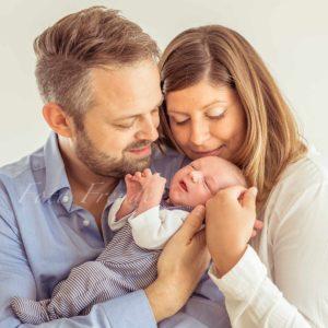 familienbilder mit neugeborenem bei babyshooting in hoechstadt