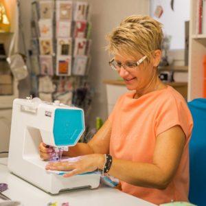 business shooting fotos von naehatelier naeherin an naehmaschine stoffe zum verkaufen in hoechstadt aisch businessbilder
