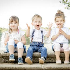 kinder fotos shooting von fotografin 3 kinder sitzen in natur