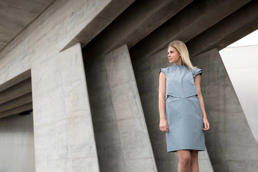 modeshooting modefotograf aus bamebrg zeigt model vor beton in designer klamotten